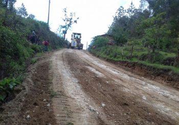 Mejoramiento de camino con Balasto de Chuachacalté a Pahoj