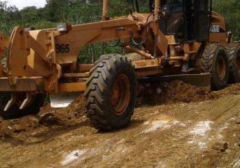 Maquinaria trabajando en la carretera ruta a Xeyoch y Pala